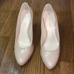 "Size 6 Nude Nine West 4"" Heels!"